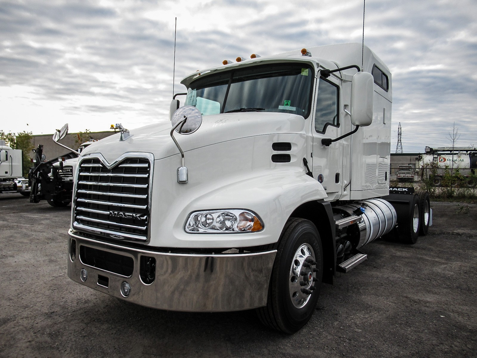 heavy trucks next pause dealers medium duty light transwestern previous volvo truck for centres